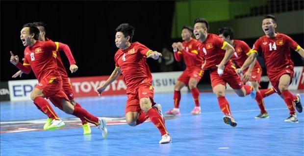 Đội tuyển futsal Việt Nam trong khoảnh khắc đánh bại Nhật Bản, để giành vé dự VCK World Cup futsal 2016