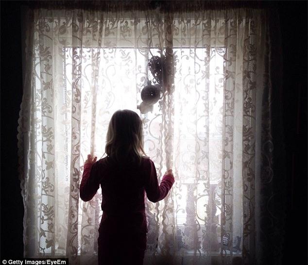 Thiếu nữ 15 tuổi bị lái xe taxi bắt cóc và cưỡng hiếp mỗi đêm trong suốt 13 năm - Ảnh 1.