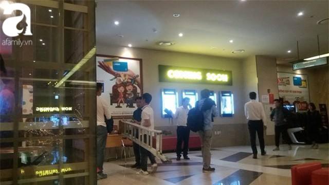 Hà Nội: Xem phim ở rạp Lotte Kangnam bị trần thạch cao rơi trúng, hai người đi cấp cứu - Ảnh 2.