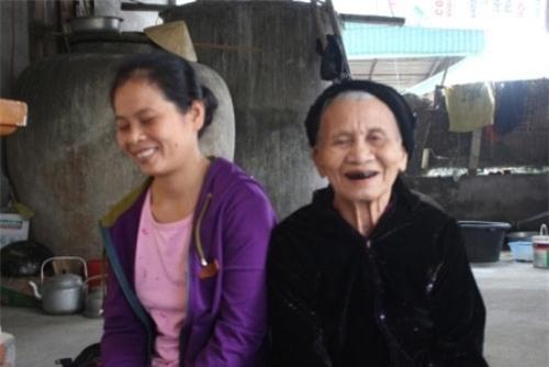 chuyen la: nguoi phu nu an khe thay com van song 15 nam qua - 2