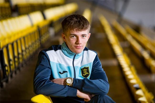 Sao 17 tuổi lần thứ 3 được Man Utd mời thử việc - Ảnh 1.