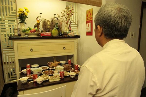 Cần có lễ nhỏ sau khi sang, sửa bát hương. Ảnh: P.T