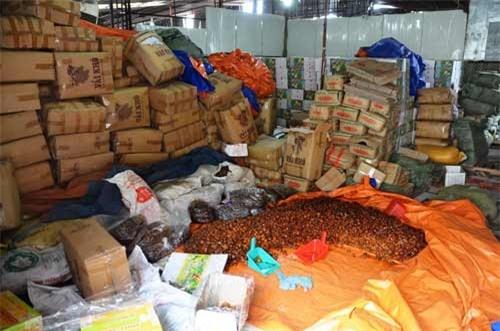 Phát hiện nhiều tấn mứt bẩn ở Sài Gòn chuẩn bị bán ra thị trường - 2