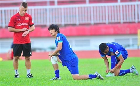 Tuan Anh dang phai chua tri chan thuong
