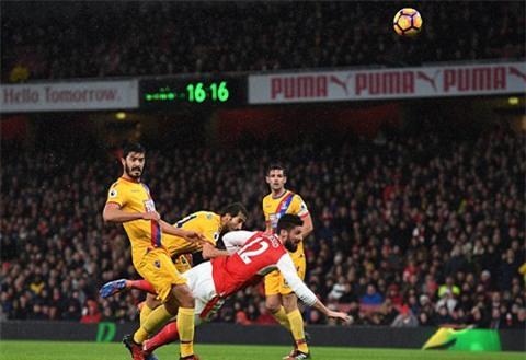 Bàn thắng của Giroud gợi nhớ tới siêu phẩm của Mkhitaryan của M.U trong trận đấu với Sunderland