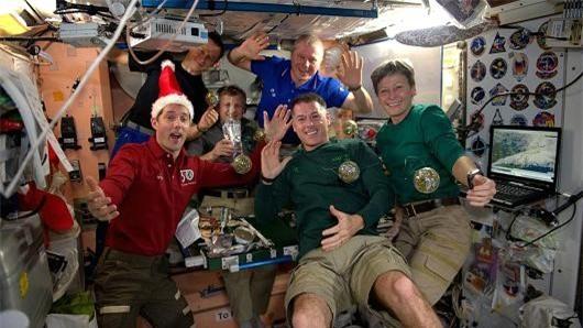 Các phi hành gia đón năm mới ở trạm vũ trụ quốc tế - 1