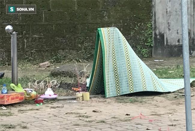 Người đàn ông chết cháy, thi thể buộc chặt vào cột cạnh sân vận động Vinh - Ảnh 4.