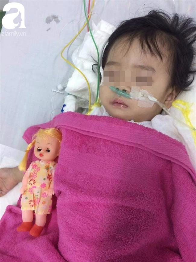 Bé gái 13 tháng tuổi chấn thương sọ não ở nhà trẻ tư, cô giáo xưng mẹ, từ chối nhập viện khiến bé nguy kịch? - Ảnh 3.