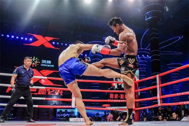"""Thánh Muay Thái đánh võ sĩ Trung Quốc """"lăn như bi"""" ngay trên đất khách - Ảnh 3."""
