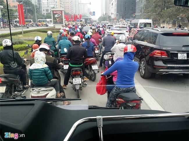Buyt nhanh BRT bi bua vay sau ky nghi le hinh anh 2