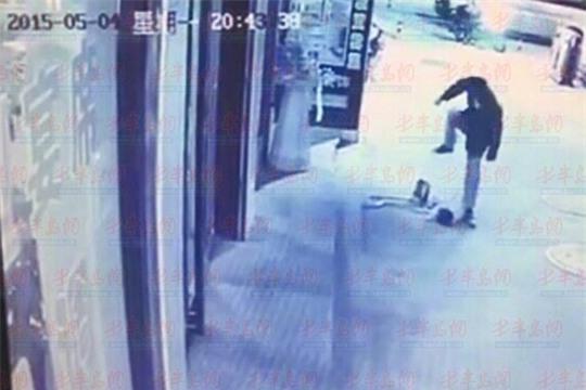 Phẫn nộ: Người phụ nữ lái xe máy cố tình đâm lên người em bé đang nằm khóc dưới đất - Ảnh 5.