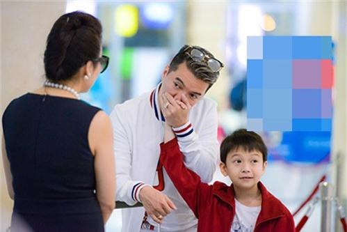 """""""phat sot"""" voi ve dang yeu nhu sao nhi xu han cua con trai nuoi dam vinh hung - 10"""