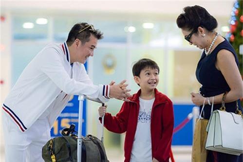 """""""phat sot"""" voi ve dang yeu nhu sao nhi xu han cua con trai nuoi dam vinh hung - 2"""