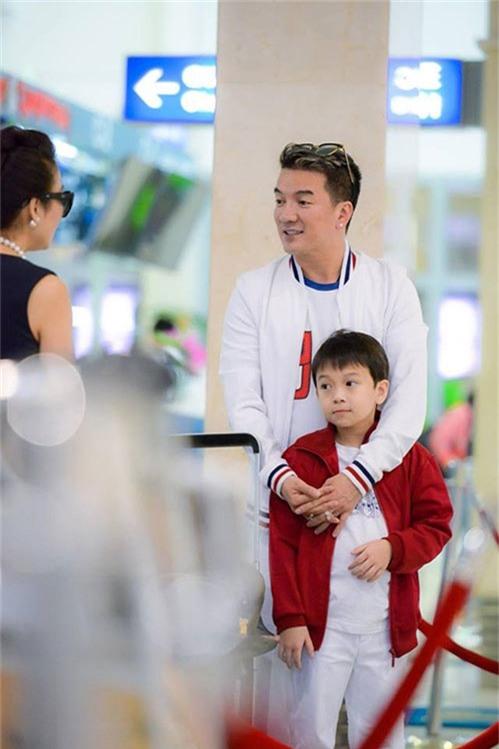"""""""phat sot"""" voi ve dang yeu nhu sao nhi xu han cua con trai nuoi dam vinh hung - 3"""