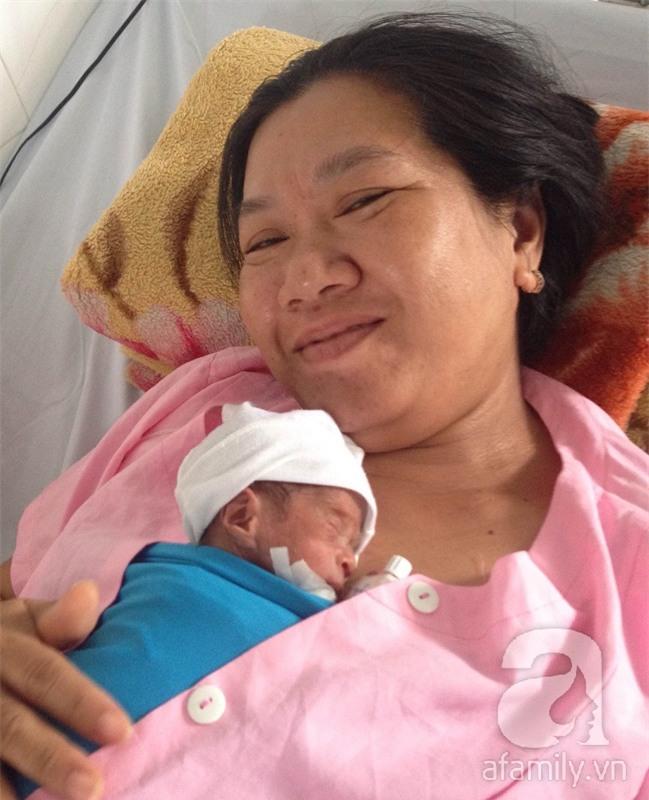 Cần Thơ: Cứu sống hai đứa trẻ sinh cực non, nặng dưới 800 gram, suy hô hấp nặng - Ảnh 2.