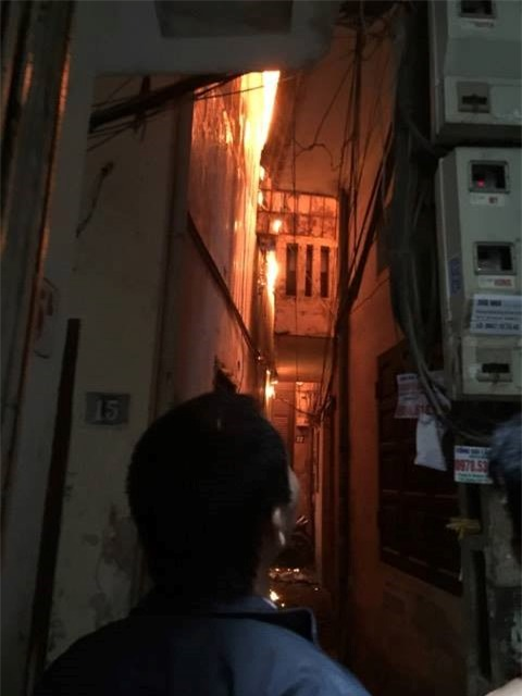 Nghi bị trộm điện thoại cô gái phóng hỏa đốt nhà trọ - Ảnh 1.