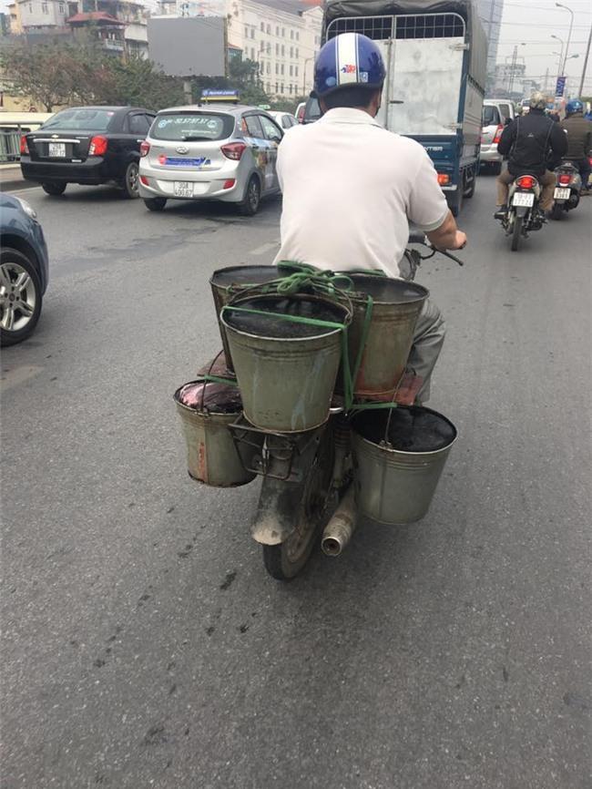 Thạch đen bẩn như nước thải 'diễu' phố Hà Nội