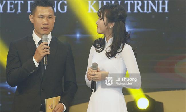Thánh nữ bolero Jang Mi và những pha khó đỡ trong đêm Gala Quả bóng vàng Việt Nam 2016 - Ảnh 2.