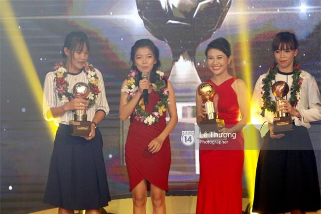 Thánh nữ bolero Jang Mi và những pha khó đỡ trong đêm Gala Quả bóng vàng Việt Nam 2016 - Ảnh 6.