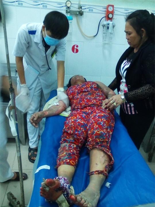 Bà Trinh lúc cấp cứu tại Bệnh viện Đa khoa Trà Vinh