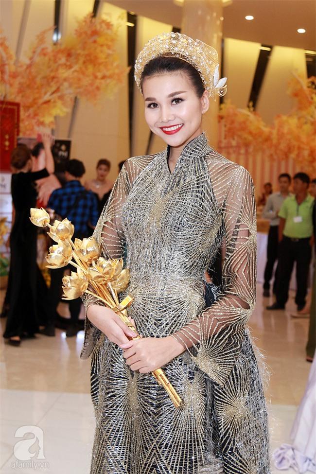 Thanh Hằng gây choáng với bó sen bằng vàng hơn 2 tỷ đồng - Ảnh 4.
