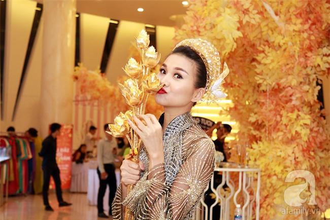 Thanh Hằng gây choáng với bó sen bằng vàng hơn 2 tỷ đồng - Ảnh 5.
