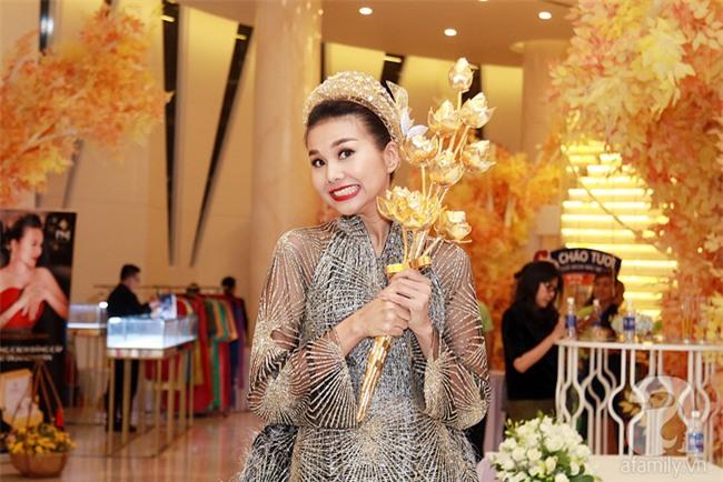 Thanh Hằng gây choáng với bó sen bằng vàng hơn 2 tỷ đồng - Ảnh 6.