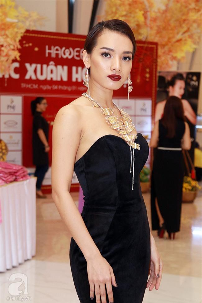 Thanh Hằng gây choáng với bó sen bằng vàng hơn 2 tỷ đồng - Ảnh 8.
