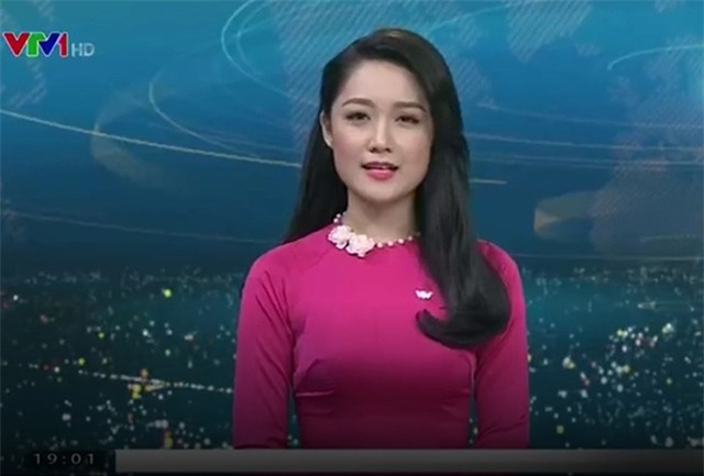 MC Thu Hà trong bản tin Thời sự 19h ngày 3/1. Ảnh cắt từ màn hình.