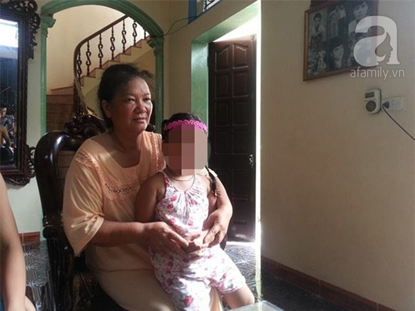 Vụ bé gái 3 tuổi tố cáo ông lão 68 tuổi hiếp dâm: Công an đến là nghi can báo đi bệnh viện - Ảnh 1.