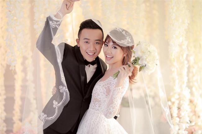 Hé lộ loạt ảnh cưới chưa từng công bố của Trấn Thành - Hari Won - Ảnh 6.
