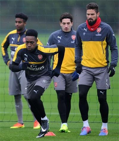 Arsenal vui mừng đón Welbeck trở lại tập luyện