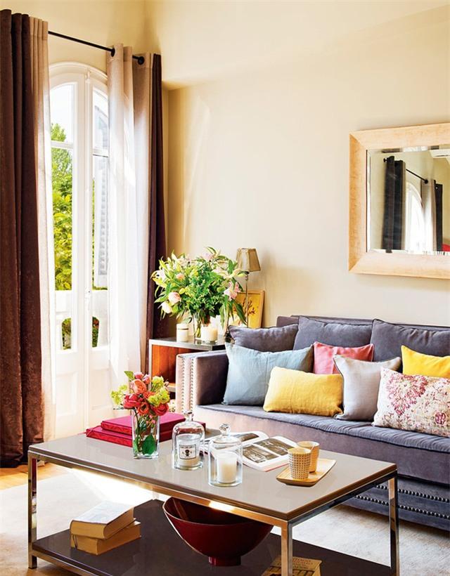 Không nên mua thêm đồ trang trí khiến căn phòng thêm chật chội, giá cả đắt đỏ.