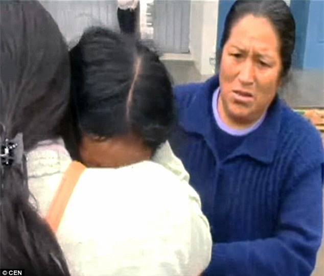 Bé gái 8 tuổi mất tích khi đi bộ đến trường, sau đó thi thể bé được phát hiện trong 1 chiếc vali - Ảnh 1.