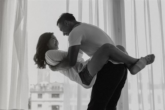 Mới quen nhau 15 ngày, cặp đôi đã khoe ảnh tình yêu táo bạo, nóng bỏng - Ảnh 10.