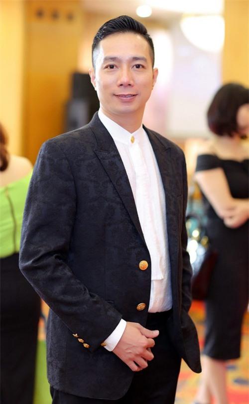 Phản ứng của Ngọc Hân và 2 NTK hàng đầu trước hình ảnh mẫu châu Phi mặc áo dài Việt - Ảnh 3.