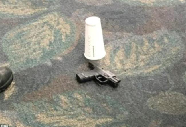 Hiện trường xả súng đẫm máu, hỗn loạn ở sân bay Mỹ khiến ít nhất 5 người thiệt mạng - Ảnh 2.