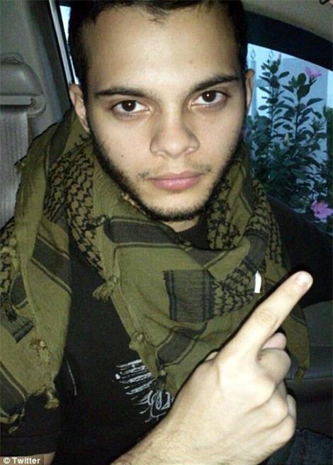 Hiện trường xả súng đẫm máu, hỗn loạn ở sân bay Mỹ khiến ít nhất 5 người thiệt mạng - Ảnh 4.