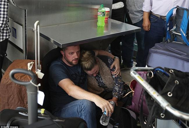 Hiện trường xả súng đẫm máu, hỗn loạn ở sân bay Mỹ khiến ít nhất 5 người thiệt mạng - Ảnh 10.