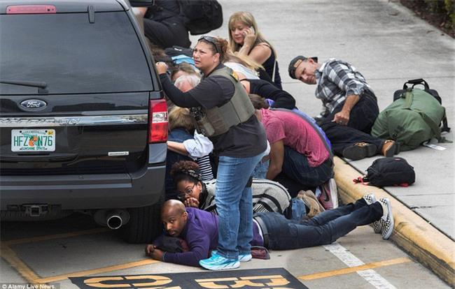 Hiện trường xả súng đẫm máu, hỗn loạn ở sân bay Mỹ khiến ít nhất 5 người thiệt mạng - Ảnh 11.