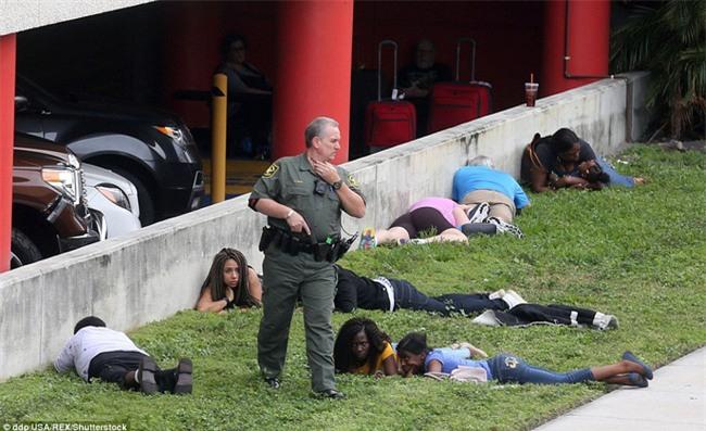 Hiện trường xả súng đẫm máu, hỗn loạn ở sân bay Mỹ khiến ít nhất 5 người thiệt mạng - Ảnh 9.
