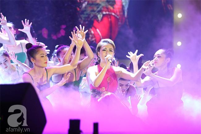 Hoàng Thùy Linh bật khóc khi đoạt giải thưởng âm nhạc đầu tiên trong sự nghiệp - Ảnh 1.