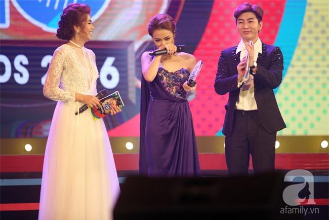 Hoàng Thùy Linh bật khóc khi đoạt giải thưởng âm nhạc đầu tiên trong sự nghiệp - Ảnh 3.