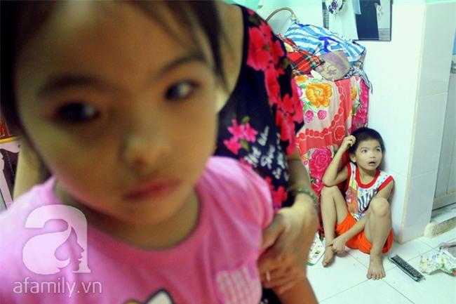 Hai em bé câm điếc có đôi mắt màu xanh bí ẩn ở Sài Gòn đã nghe được những thanh âm đầu tiên - Ảnh 3.