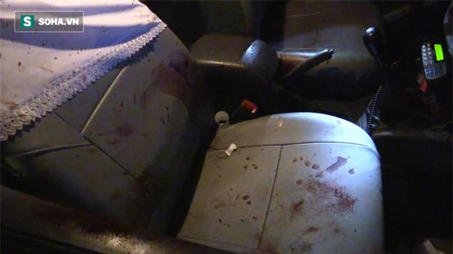 Táo tợn dùng dao khống chế tài xế taxi, cướp tài sản trong đêm - Ảnh 1.