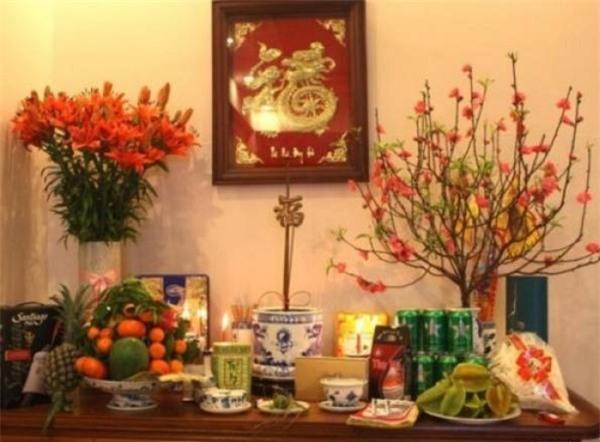 Hoa bày ban thờ Tết nên chọn hoa bền màu (ảnh minh họa)