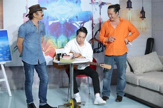 Chang trai chuyen gioi tiep tuc toa sang o Sing My Song hinh anh 1