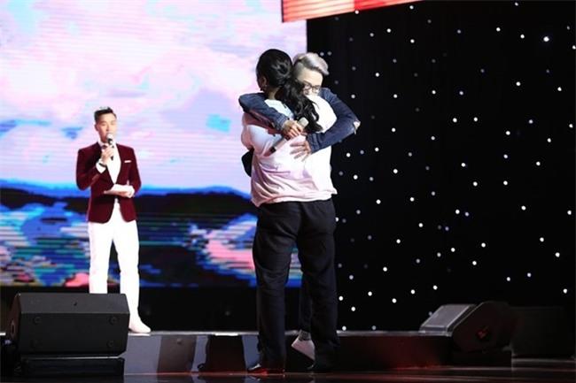 Chang trai chuyen gioi tiep tuc toa sang o Sing My Song hinh anh 3
