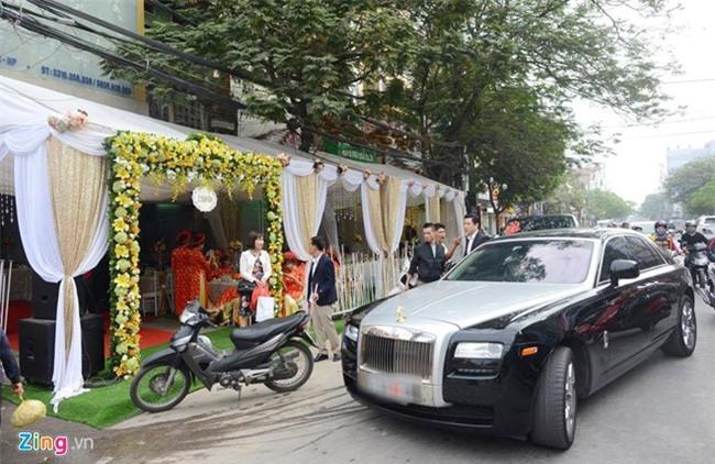 Dai gia tang Rolls-Royce Ghost cho Thu Ngan trong dam hoi hinh anh 2