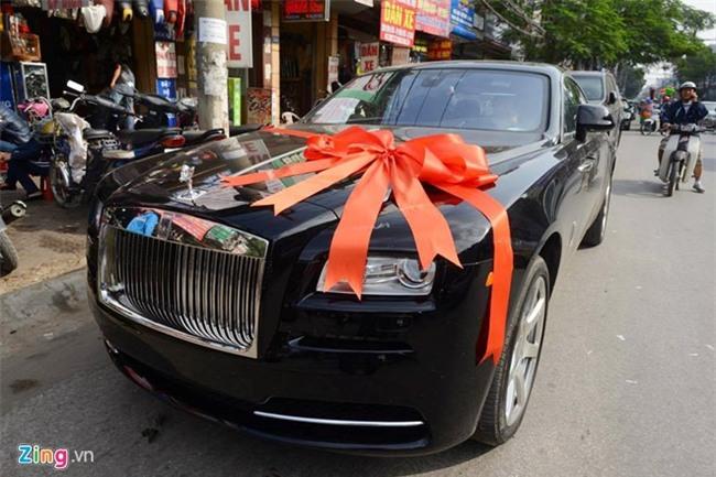 Dai gia tang Rolls-Royce Ghost cho Thu Ngan trong dam hoi hinh anh 13